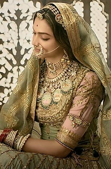 Deepika Padukone Padmavati Outfits