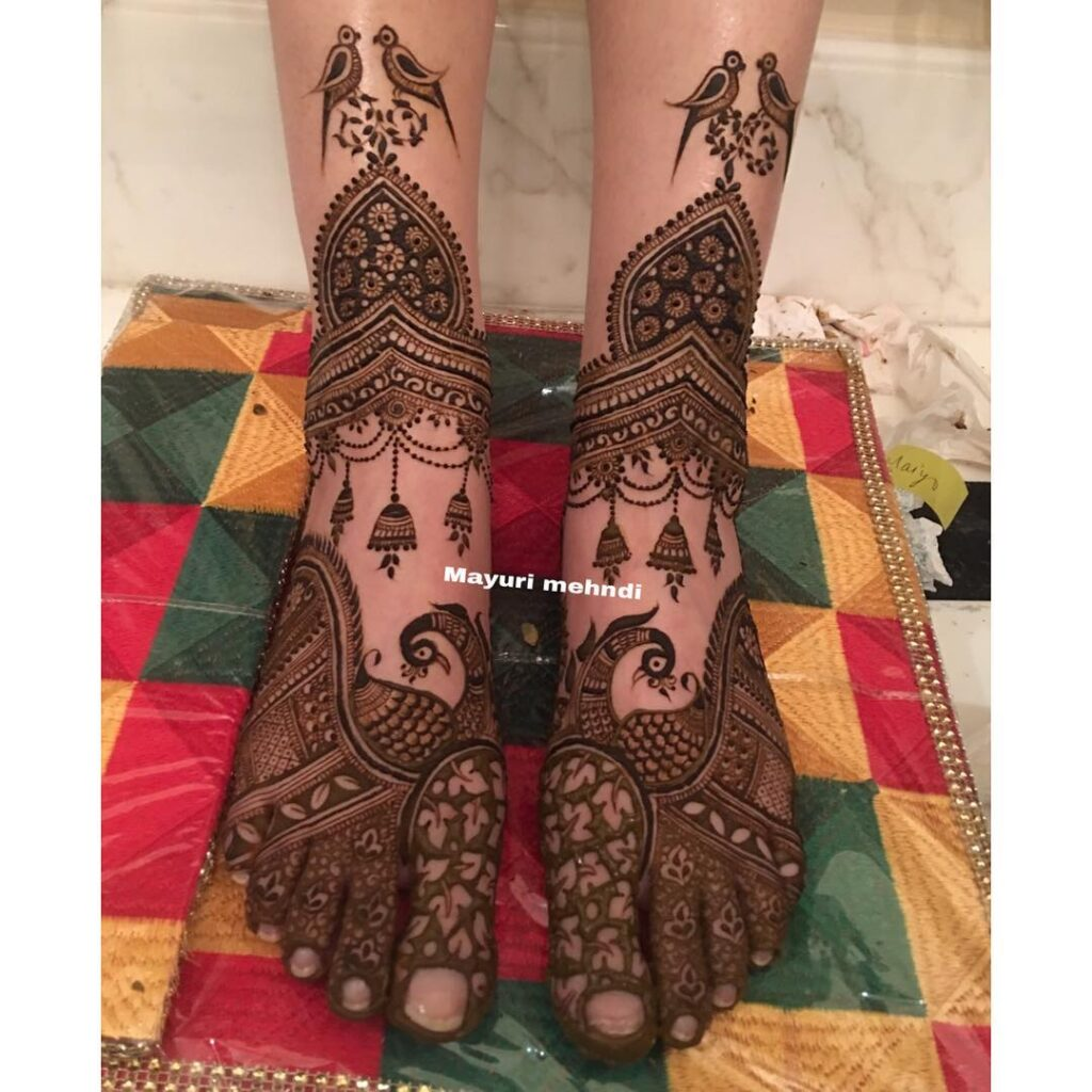 Foot Mehendi Simple design