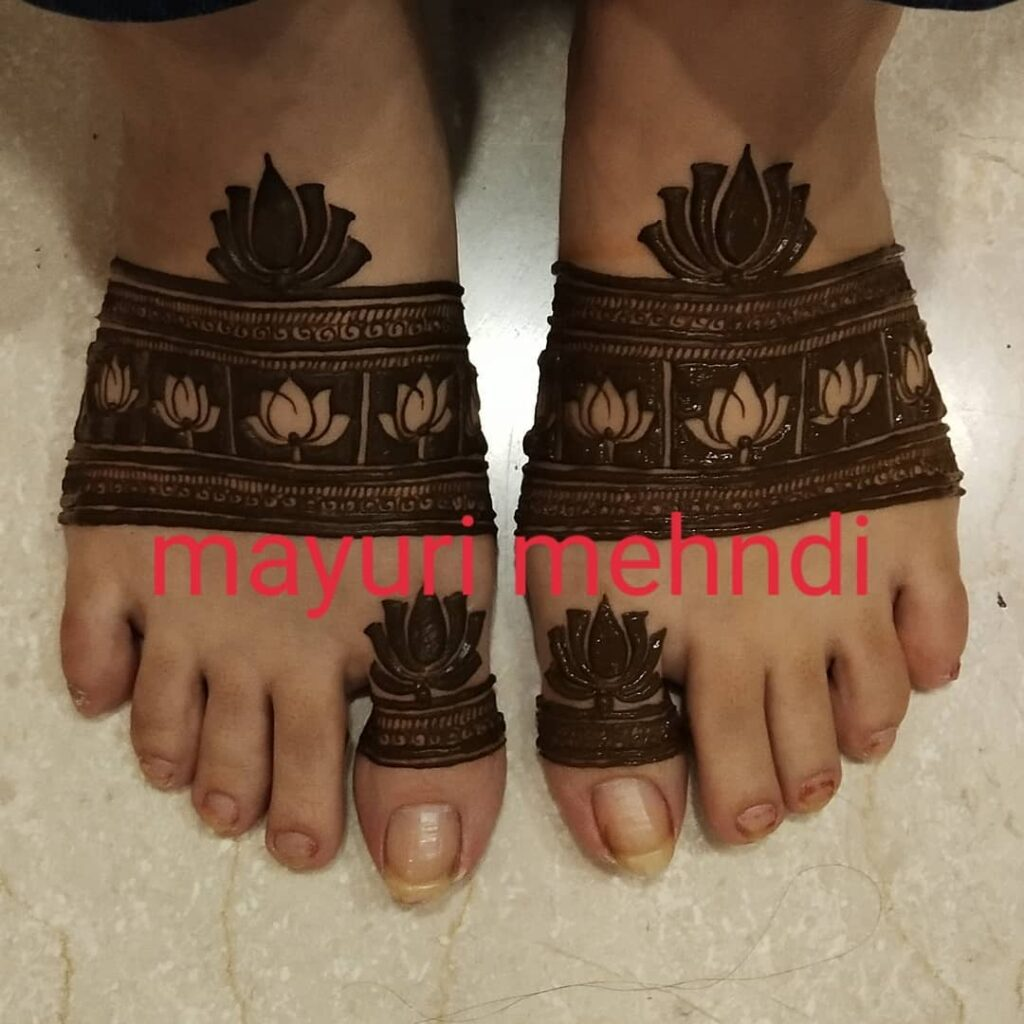 minimal foot mehndi design