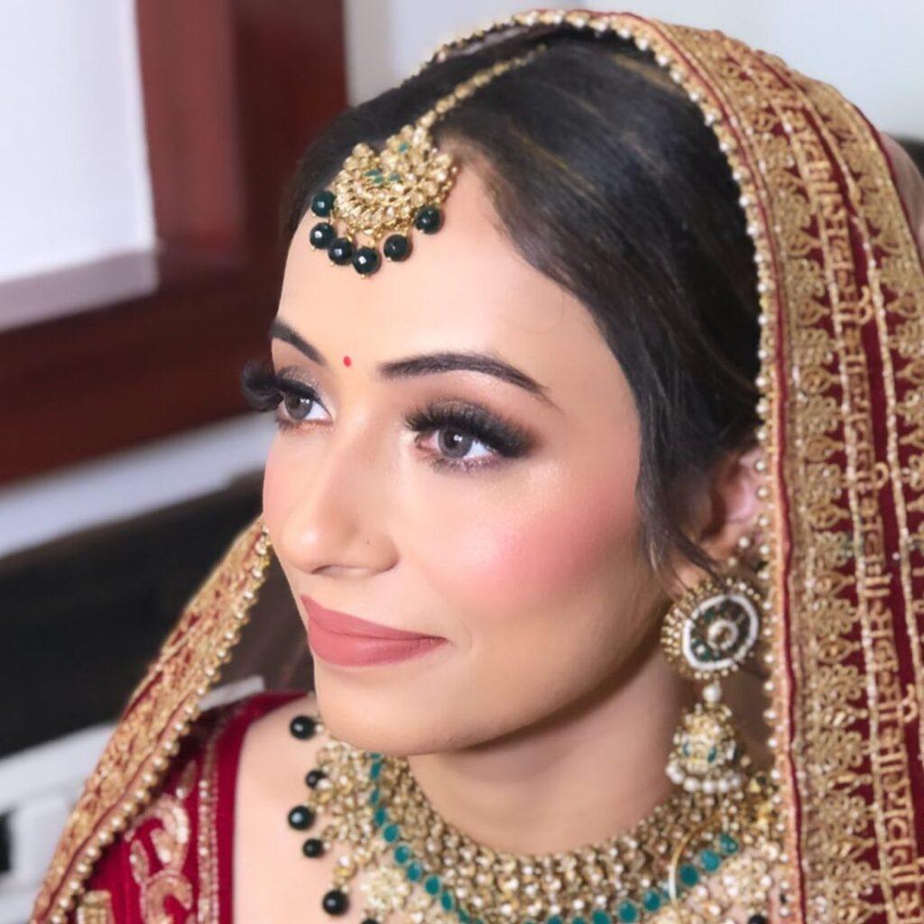Aarti Makker top makeup artists in delhi