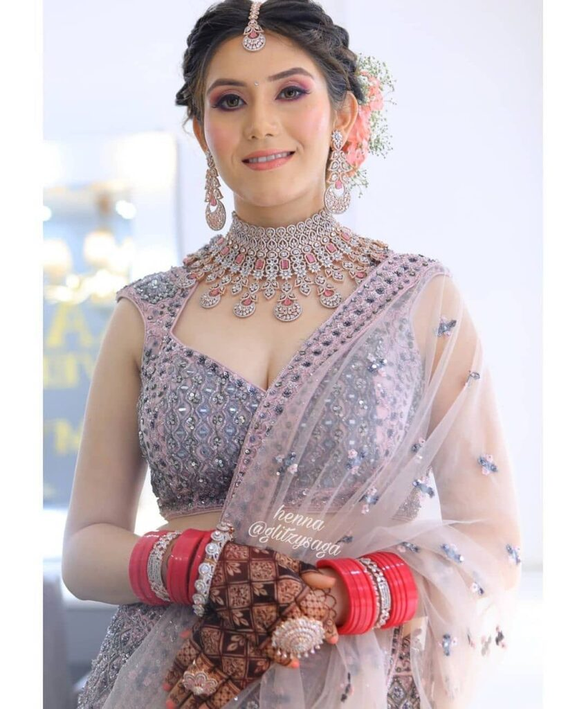 Latest Jaal Mehendi For Brides