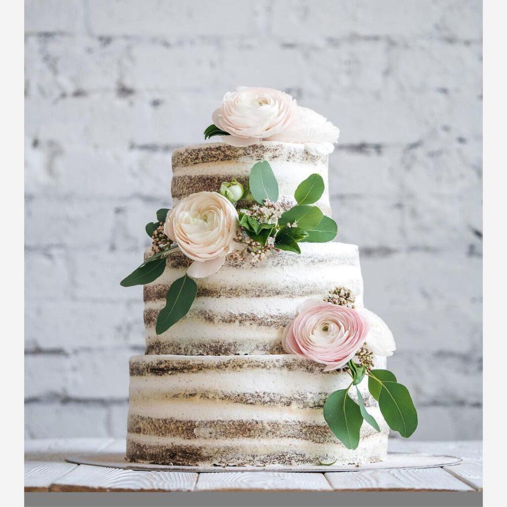 Naked Cake For Summer Weddings